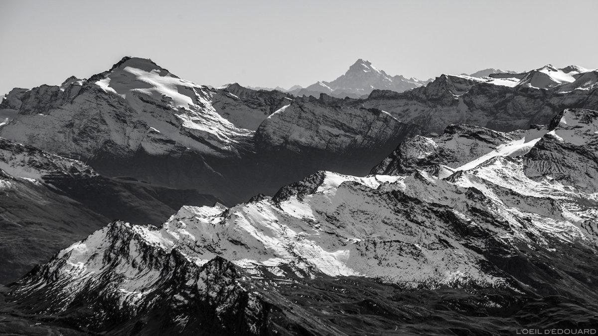 La Pointe de Charbonnel et le Mont Viso, depuis le sommet de l'Aiguille de la Grande Sassière - Montagne Savoie © L'Oeil d'Édouard - Tous droits réservés