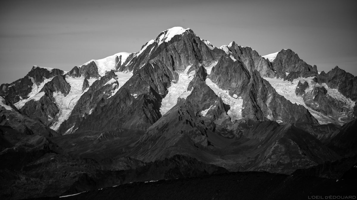 Le Massif du Mont Blanc, depuis le sommet de l'Aiguille de la Grande Sassière - Montagnes Savoie © L'Oeil d'Édouard - Tous droits réservés