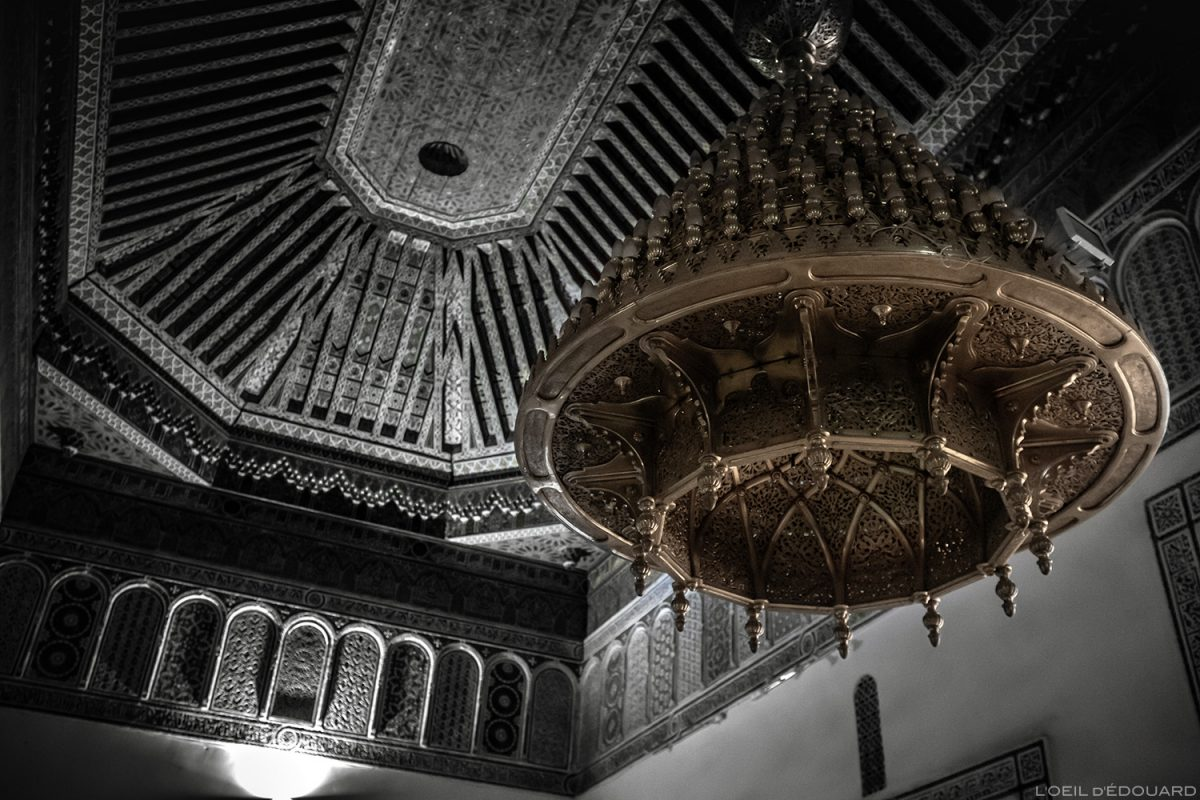 Plafond et lustre suspendu Visite du Musée de Marrakech, Maroc / Visit Museum of Marrakesh Morocco