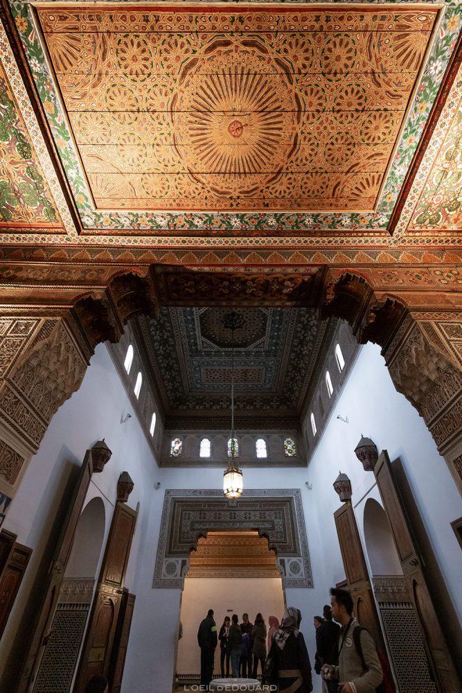 Plafond décoré du Palais Bahia de Marrakech, Maroc / Visit Marrakesh Morocco © L'Oeil d'Édouard - Tous droits réservés