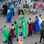 Musiciens danseurs traditionnels berbères sur la Place Jemaâ el-Fna de Marrakech, Maroc / Marrakesh Morocco