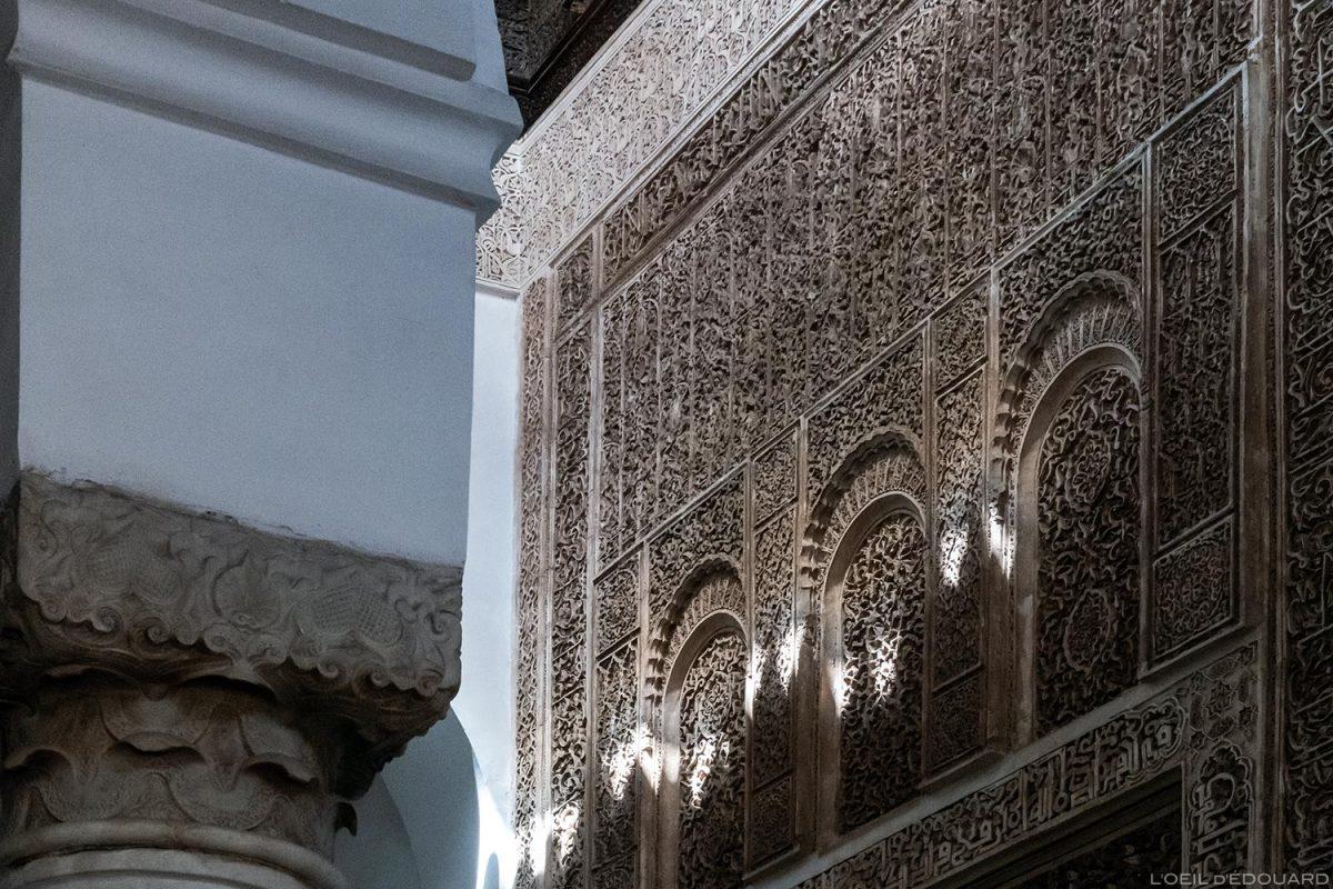 Détails reliefs sculptés motifs Art arabe Tombeaux Saadiens à Marrakech, Maroc / Visit Marrakesh Morocco