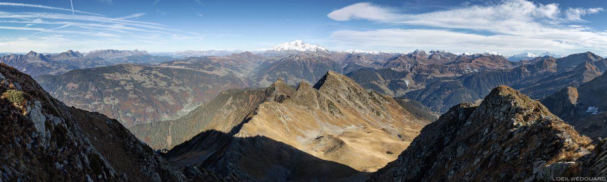 Panorama vue depuis le sommet du Mont Mirantin : Massif du Beaufortain avec le Mont Blanc en arrière-plan (Paysage Montagne Alpes)