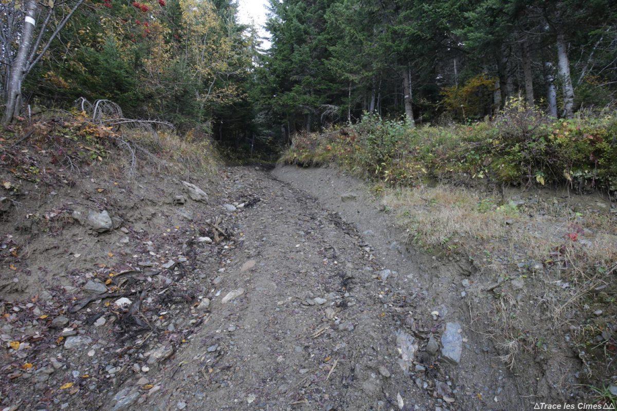 Sentier de randonnée à la Roche Pourrie et au Mont Mirantin, Massif du Beaufortain, Savoie