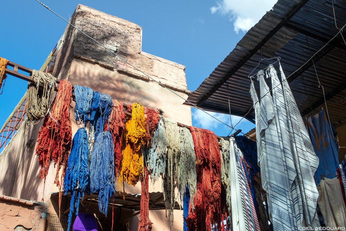 Médina : laine colorée, Souk des teinturiers de Marrakech, Maroc / Marrakesh Morocco