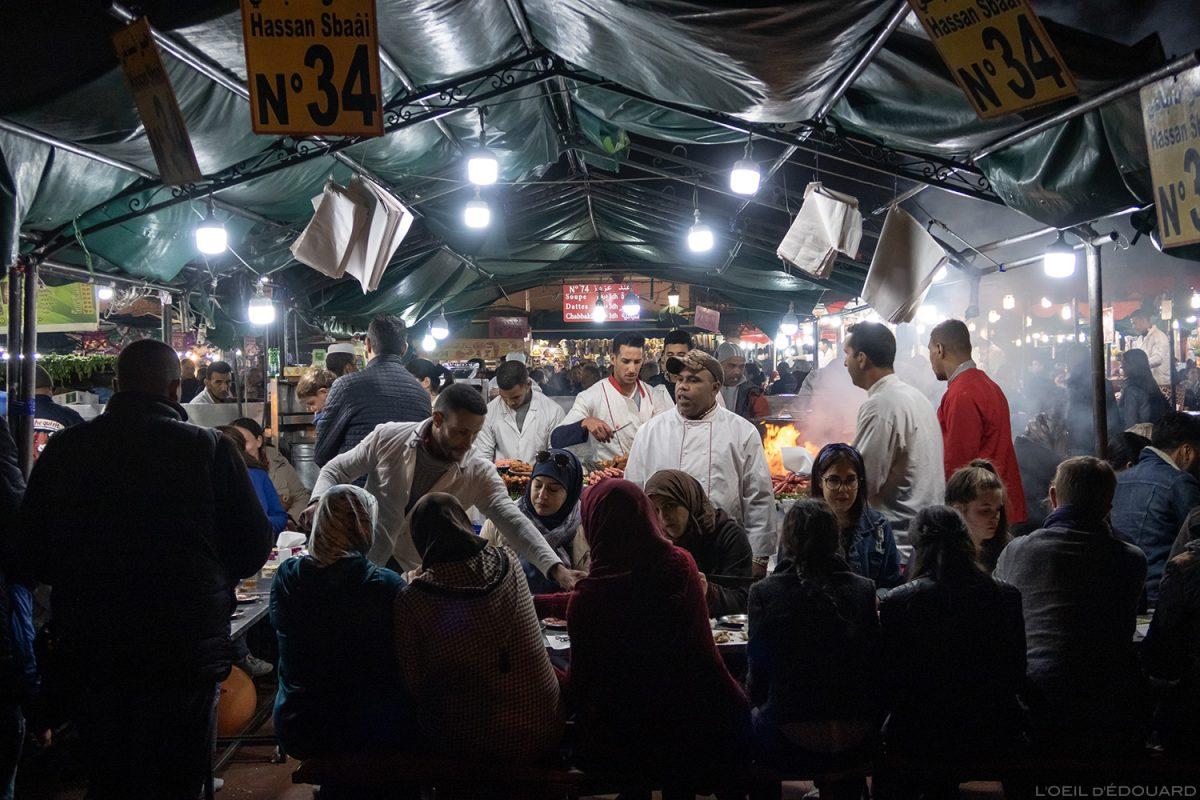 Stand restaurant sur la Place Jemaâ el-Fna de Marrakech, Maroc / Marrakesh Morocco food