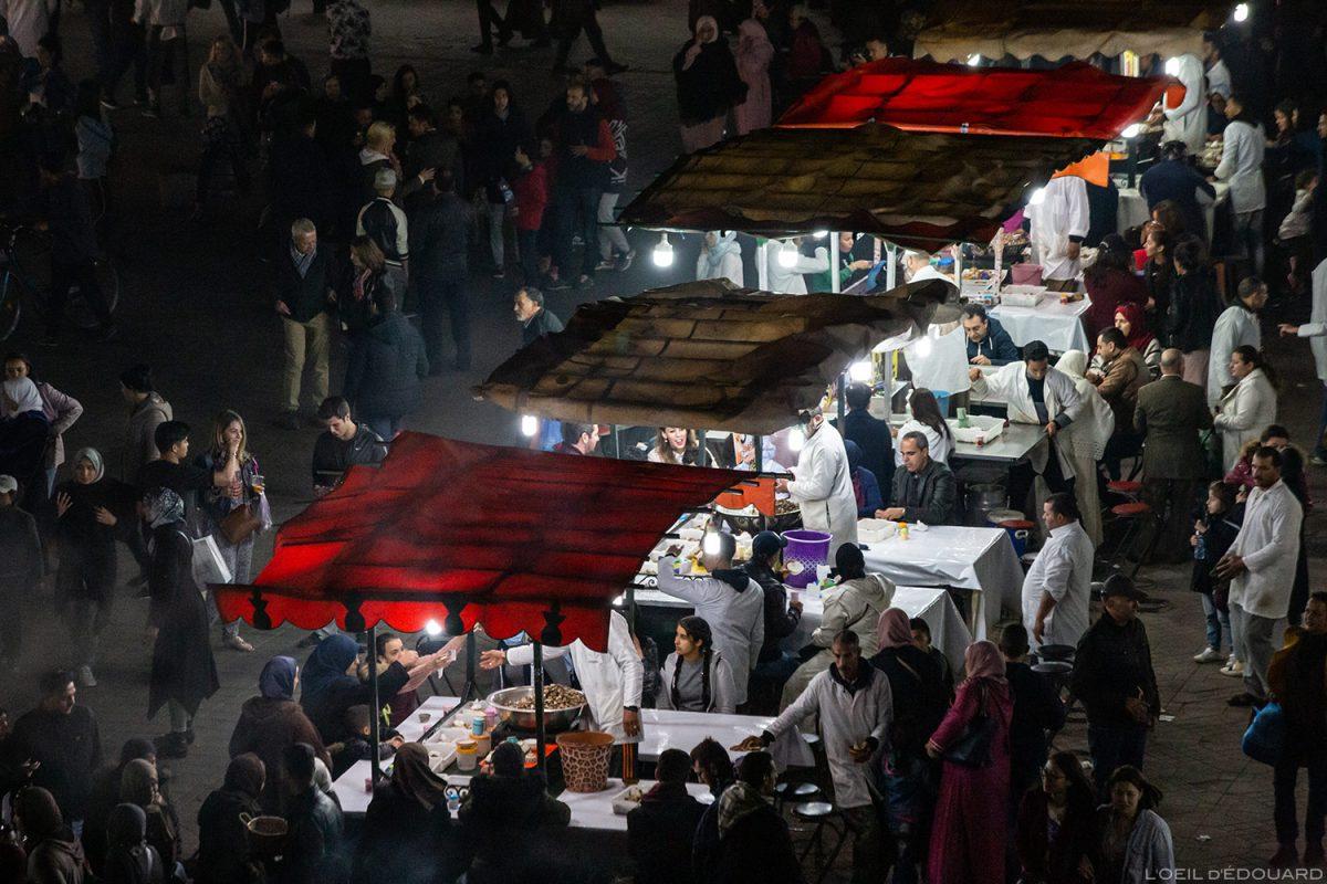 Stands restaurant escargots sur la Place Jemaâ el-Fna de Marrakech, Maroc / Marrakesh Morocco food