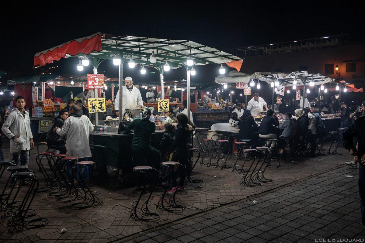 Stand restaurant escargots sur la Place Jemaâ el-Fna de Marrakech, Maroc / Marrakesh Morocco food
