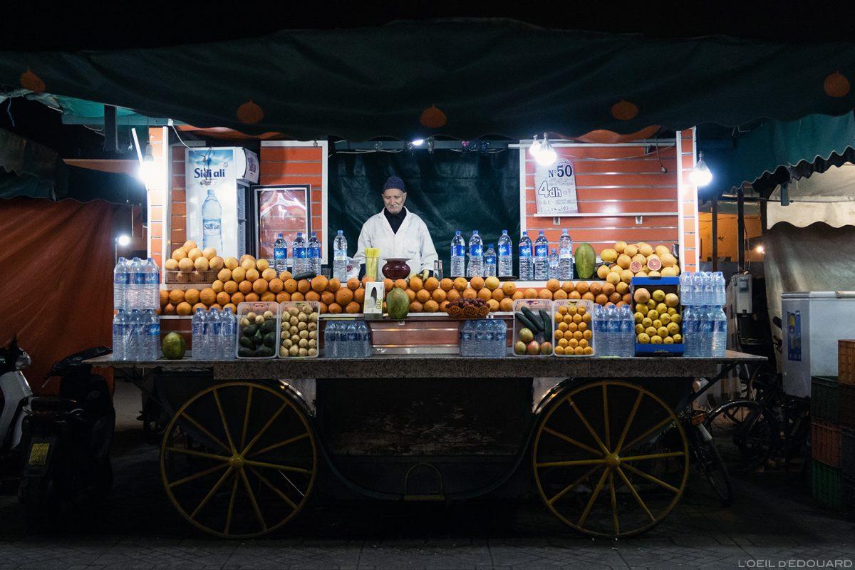 Stand jus de fruits sur la Place Jemaâ el-Fna de Marrakech, Maroc / Marrakesh Morocco juice