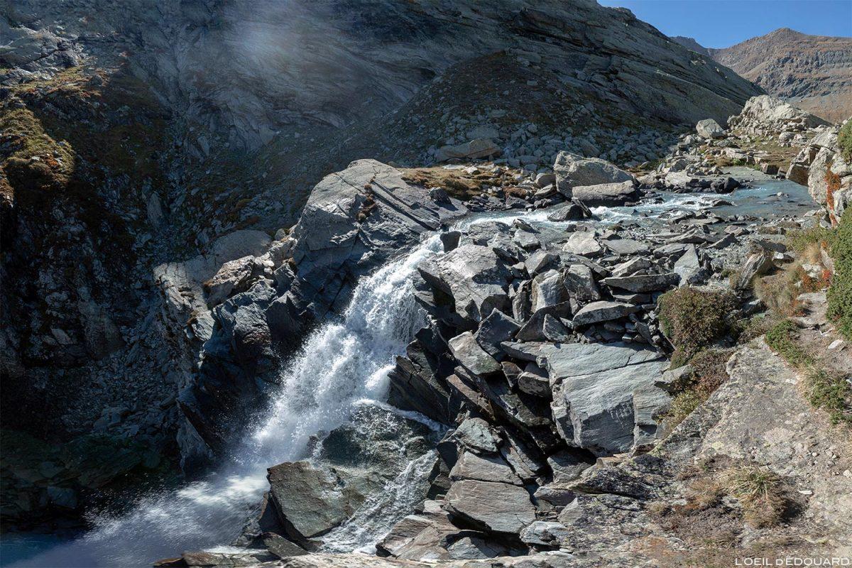 La cascade de la Gorge de la Reculaz, sous le Cirque des Évettes - Alpes Grées, Haute-Maurienne, Savoie Alpes
