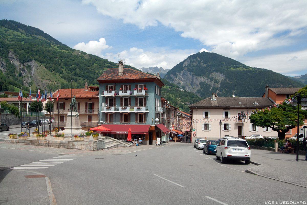 Bourg-Saint-Maurice : Place du Monument aux Morts - Haute-Tarentaise Savoie Alpes