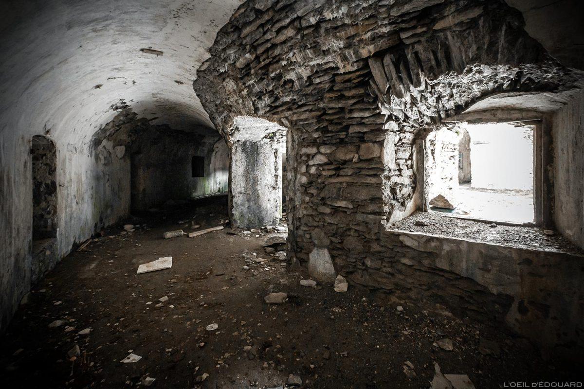 Intérieur en ruines du Fort de Ronce, Col du Mont-Cenis - Haute Maurienne Savoie Alpes