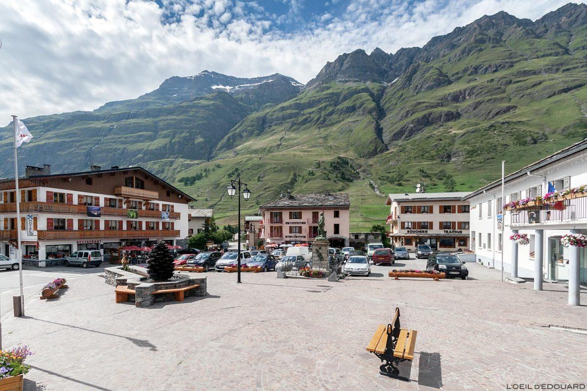 Place de la Mairie de Bessans - Haute Maurienne Savoie Alpes