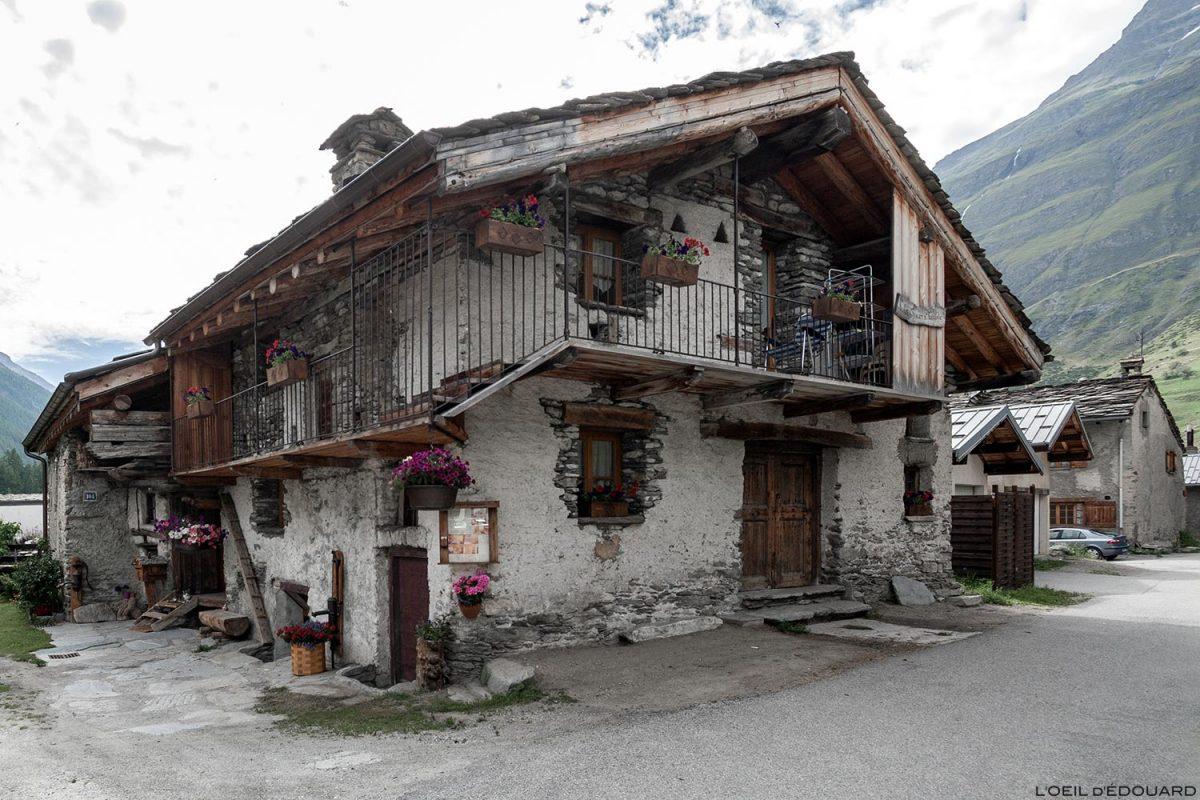 Gite Chambre d'hôtes Maison en pierres dans le village de Bessans - Haute Maurienne Savoie Alpes
