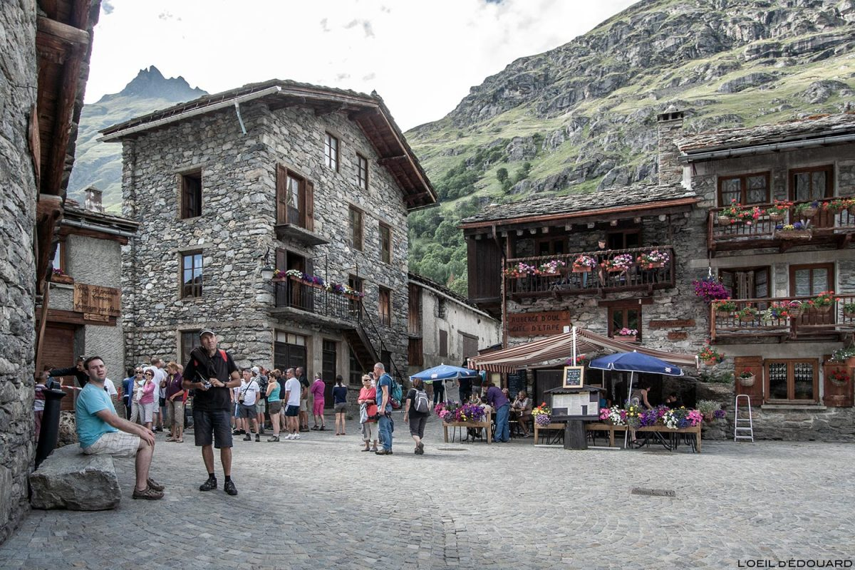 Place du village de Bonneval-sur-Arc - Haute-Maurienne Savoie Alpes
