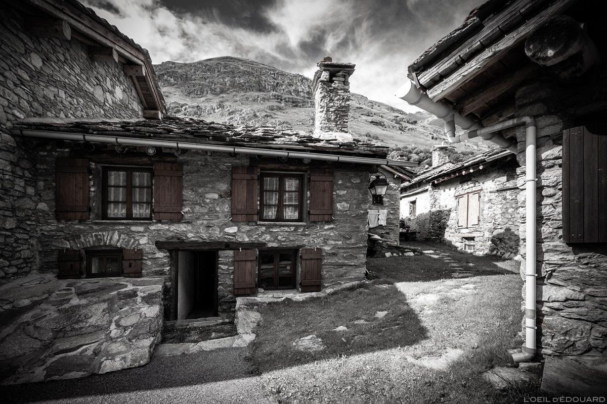 Maison en pierres dans le village de Bonneval-sur-Arc - Haute-Maurienne Savoie Alpes