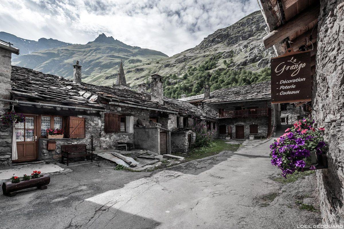 Maisons en pierres dans le village de Bonneval-sur-Arc - Haute-Maurienne Savoie Alpes