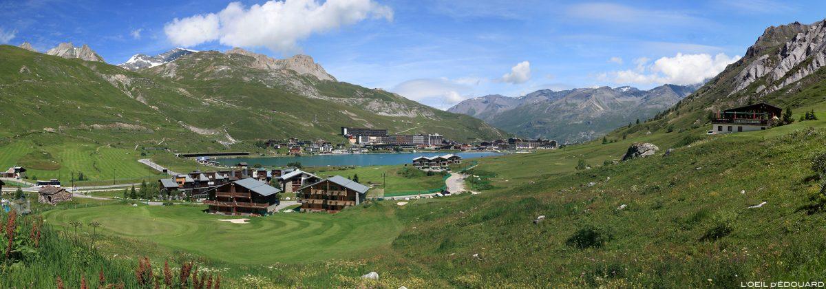 Le village de Tignes et le lac en été, Haute-Tarentaise Savoie Alpes