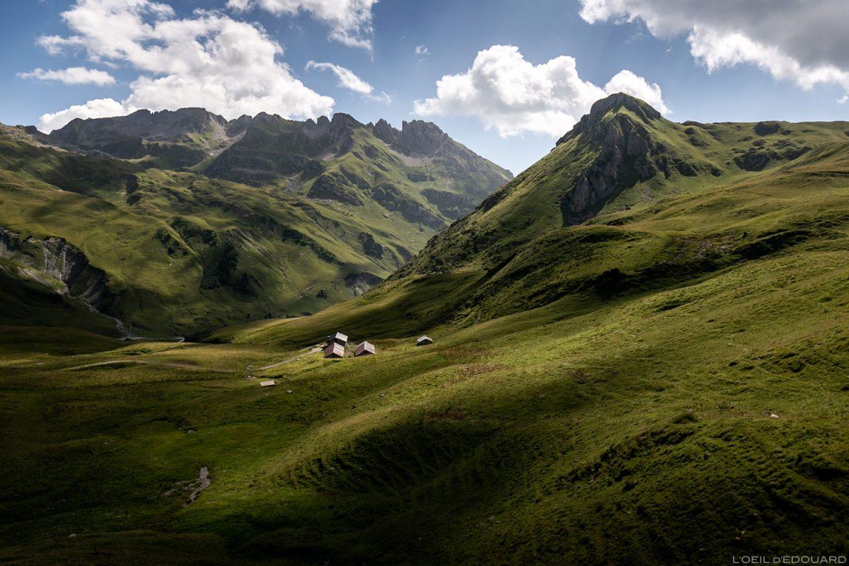 Les Chalets du Cormet d'Arêches, la Crête du Faillé et la Pointe de la Portette, Le Beaufortain Savoie Paysage Montagne Alpes © L'Oeil d'Édouard - Tous droits réservés