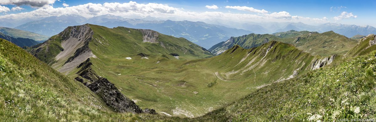Vue panorama depuis le sommet du Crêt du Rey, Le Beaufortain Savoie Paysage Montagne Alpes