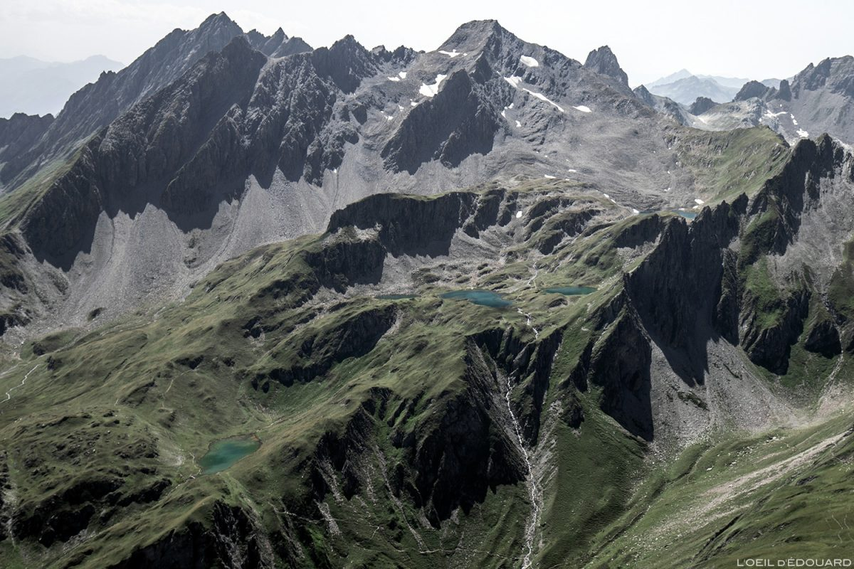 La montagne de la Platte Pointe de Leisette et les Lacs de la Forclaz depuis le sommet de La Pointe de la Terrasse, Le Beaufortain Savoie Paysage Montagne Alpes