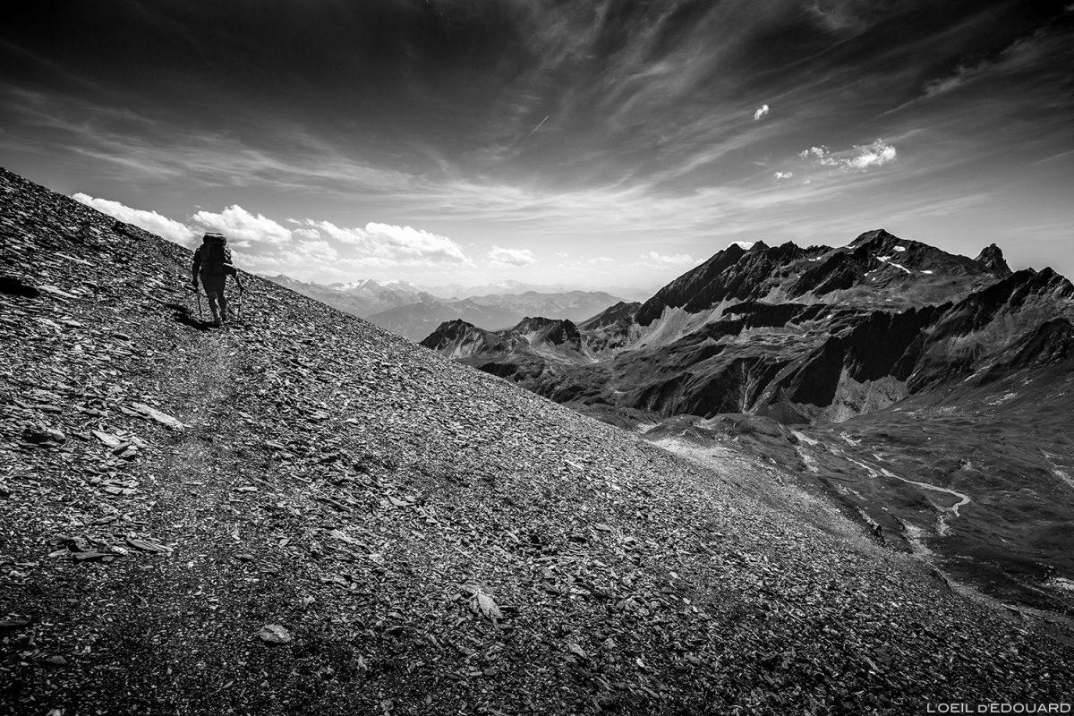 Traversée du pierrier sous La Pointe de la Terrasse, Le Beaufortain Randonnée Savoie Paysage Montagne Alpes © L'Oeil d'Édouard - Tous droits réservés