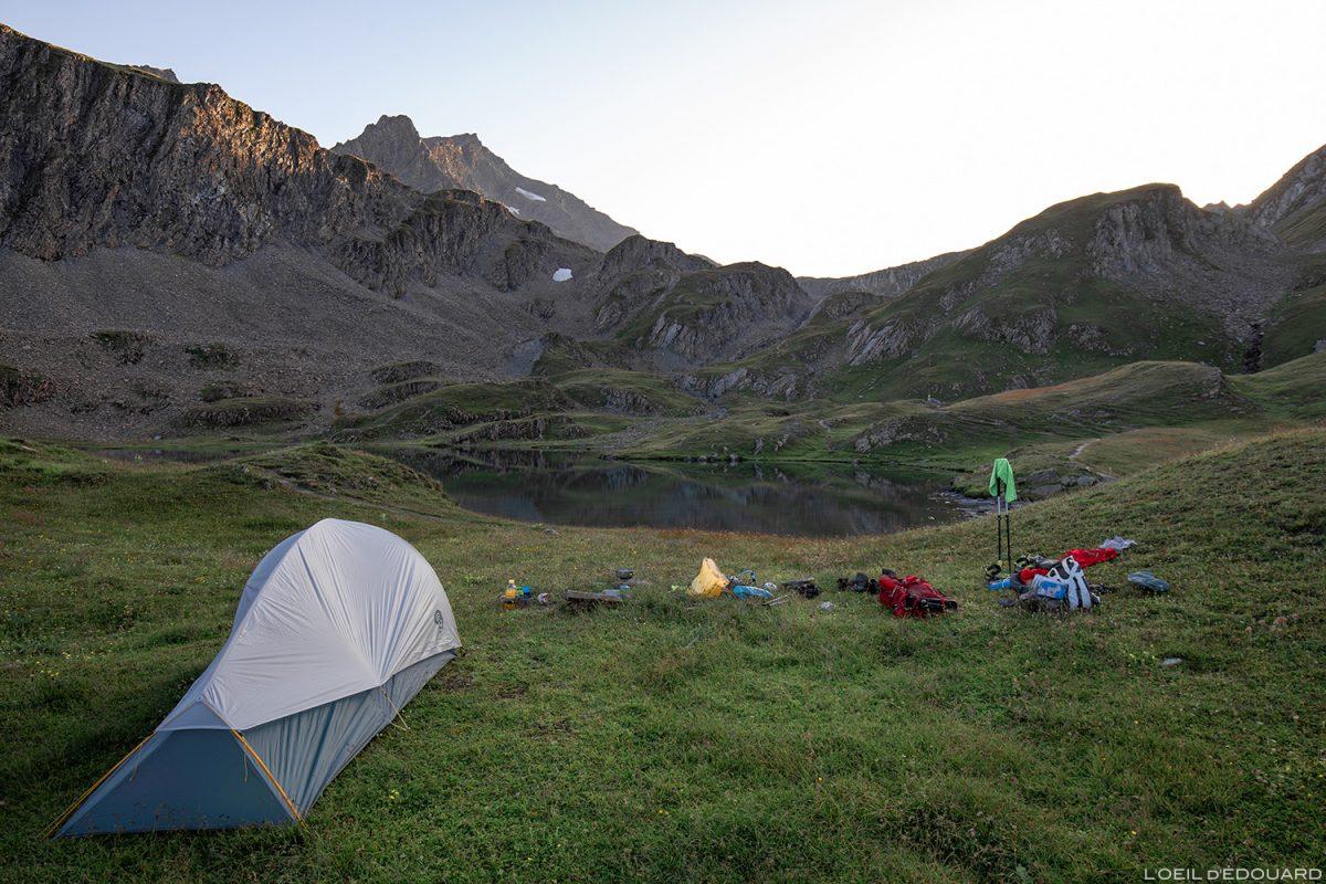 Bivouac au bord du Lac Cornu, Lacs de la Forclaz, Le Beaufortain Savoie Paysage Alpes Trekking Mountain Outdoor Tente Mountain Hardwear Ghost UL2