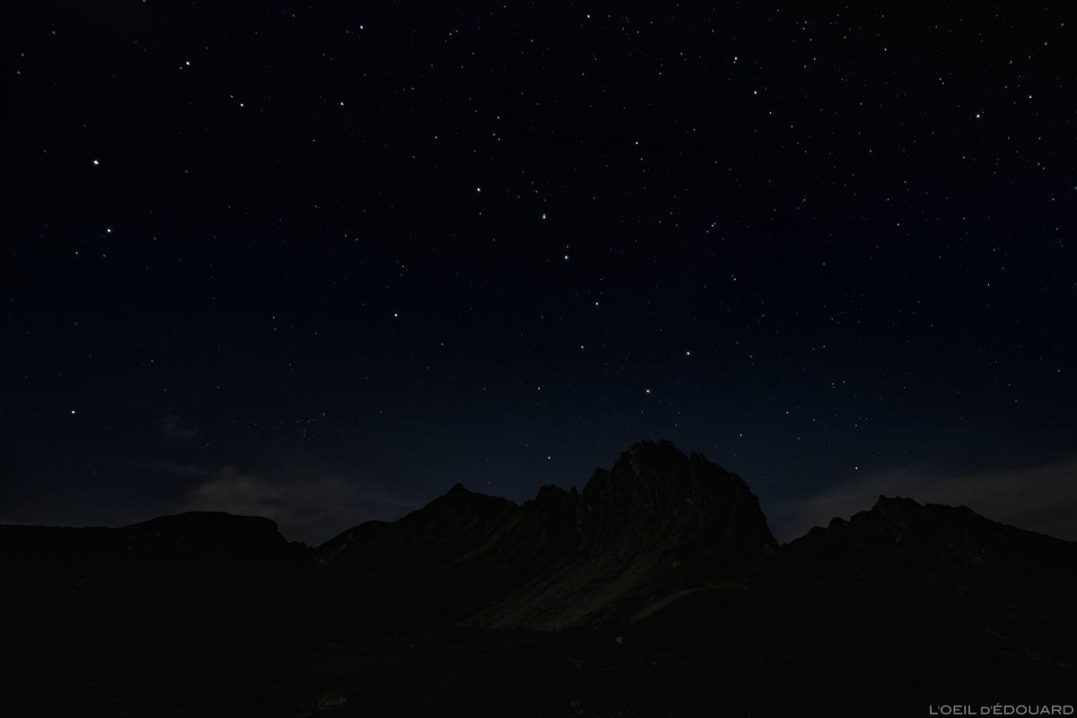 Constellation de la Grande Ourse - Étoiles dans le ciel la nuit lors d'un bivouac aux Lacs de la Forclaz, Le Beaufortain Savoie Paysage Alpes / Stars sky night mountain outdoor © L'Oeil d'Édouard - Tous droits réservés
