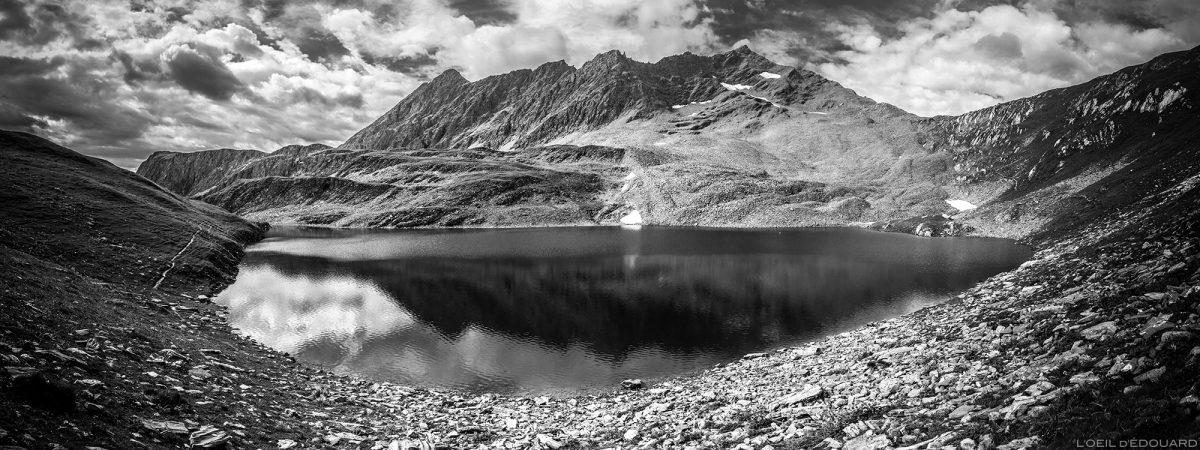 Le Lac Noir et la Pointe de la Combe Neuve - Lacs de la Forclaz, Le Beaufortain Savoie Paysage Montagne Alpes