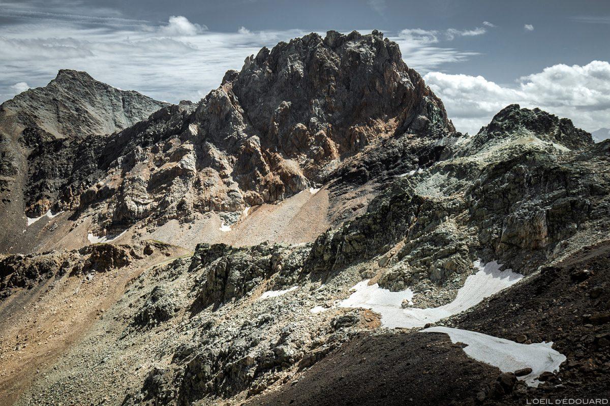 Les roches oxydées de l'Aiguille de la Nova au Col du Grand Fond, Le Beaufortain Savoie Paysage Montagne Alpes © L'Oeil d'Édouard - Tous droits réservés