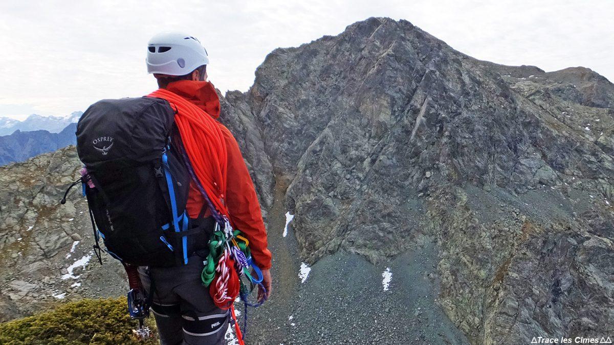 Alpinisme rocheux, course d'arête à la Jasse Bralard (Chaine de Belledonne, Isère)