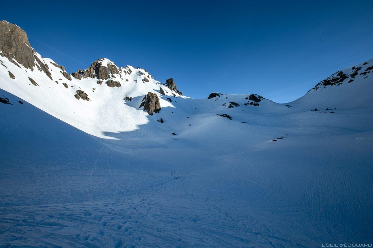 La Pointe de Presset, le Col du Grand Fond et le Lac de Presset sous la neige - Massif du Beaufortain, Savoie © L'Oeil d'Édouard - Tous droits réservés / Ski de Randonnée Paysage Montagne Outdoor Mountain Winter Snow Ski Touring