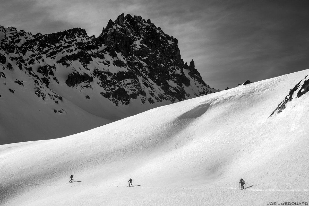 Ski de randonnée dans la Combe de la Neuva en hiver avec l'Aiguille de la Nova - Massif du Beaufortain, Savoie © L'Oeil d'Édouard - Tous droits réservés / Paysage Montagne en hiver Outdoor Mountain Winter Snow Ski Touring