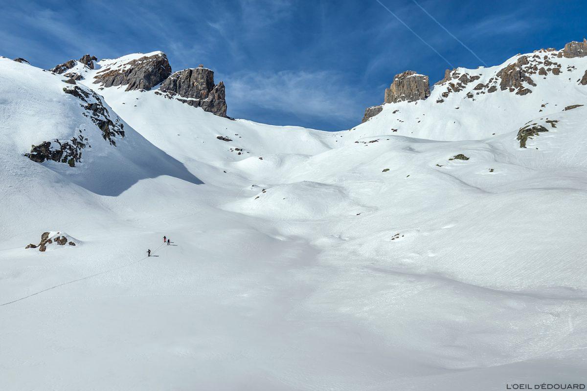 La Brèche de Parozan en ski de randonnée dans la Combe de la Neuva en hiver - Massif du Beaufortain, Savoie / Paysage Montagne en hiver Outdoor Mountain Winter Snow Ski Touring