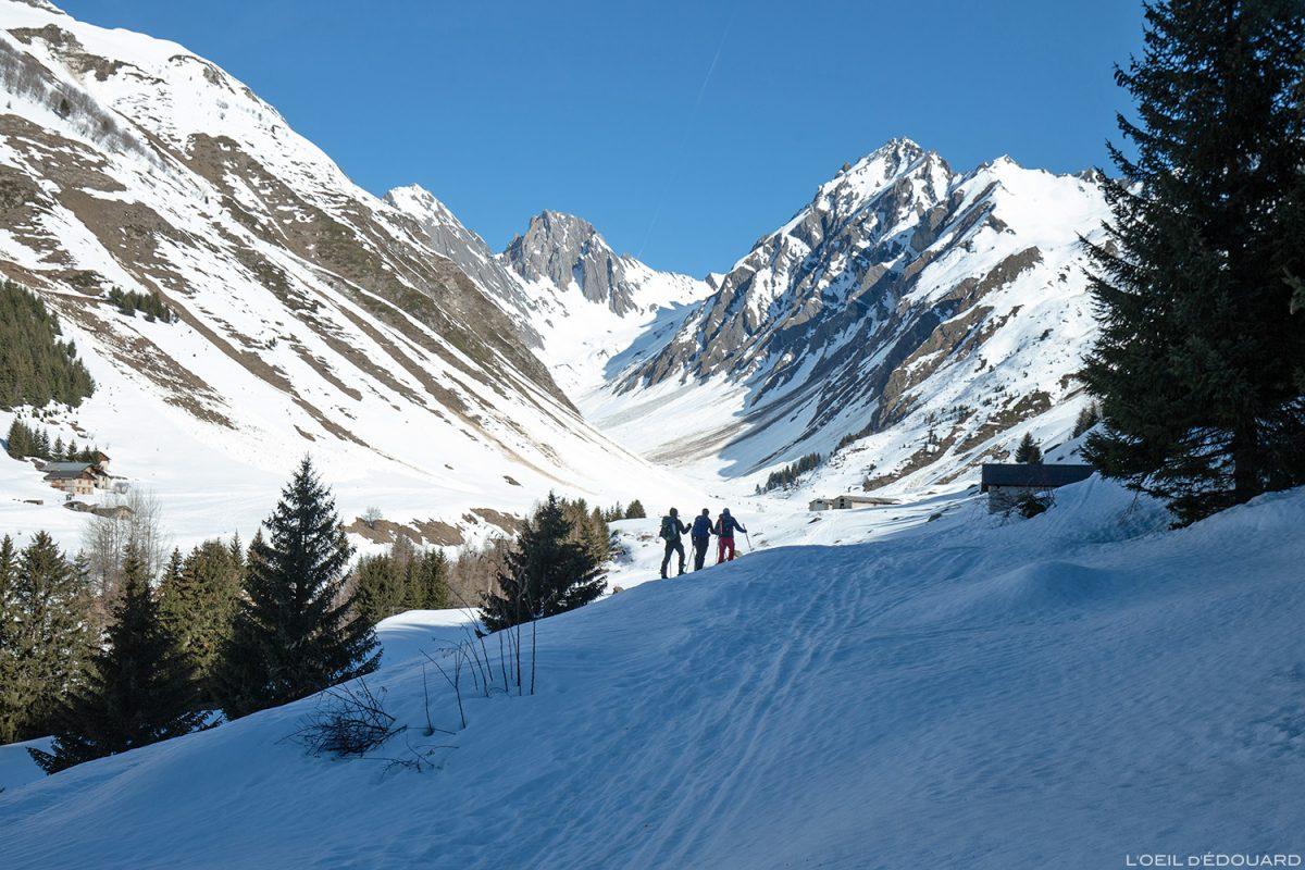 Ski de randonnée dans le Vallon du Forand en hiver - Massif du Beaufortain, Savoie / Paysage Montagne Outdoor Mountain winter ski touring