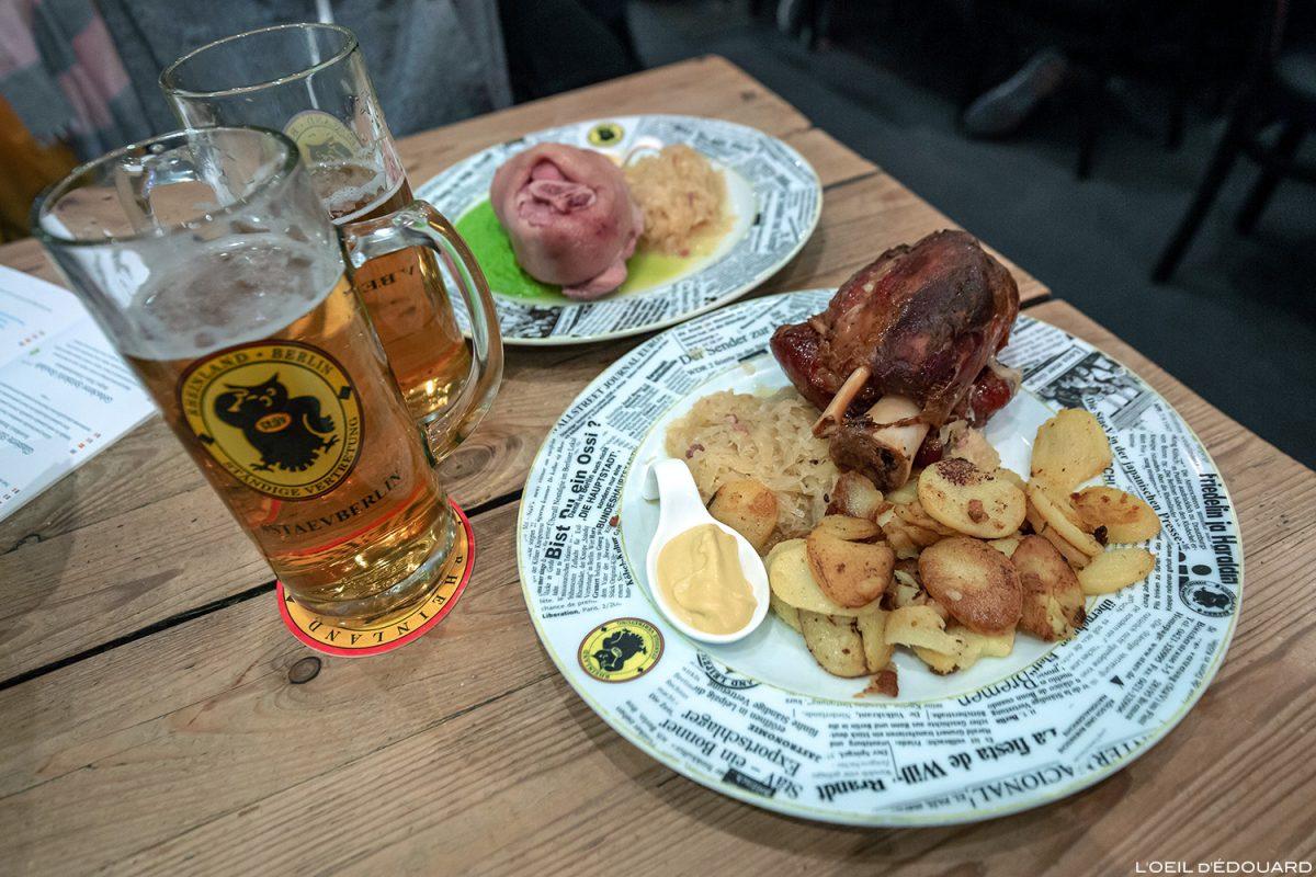Jambonneau glacé et jarret de porc avec choucroute - Brasserie Restaurant Ständige Vertretung Berlin Allemagne Deutschland Germany food Kölsche Hämmchen Glasierte Stäv-schweinshaxe