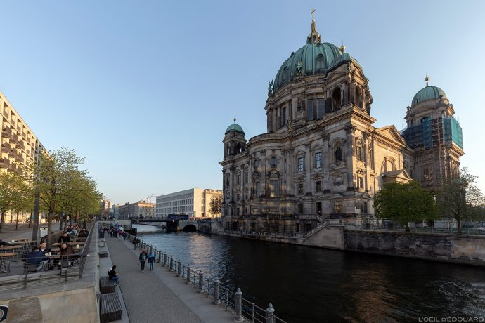 La Cathédrale Berliner Dom de Berlin, Vera Brittain Ufer, quai de la rivière Spree river Berlin Allemagne Deutschland Germany church