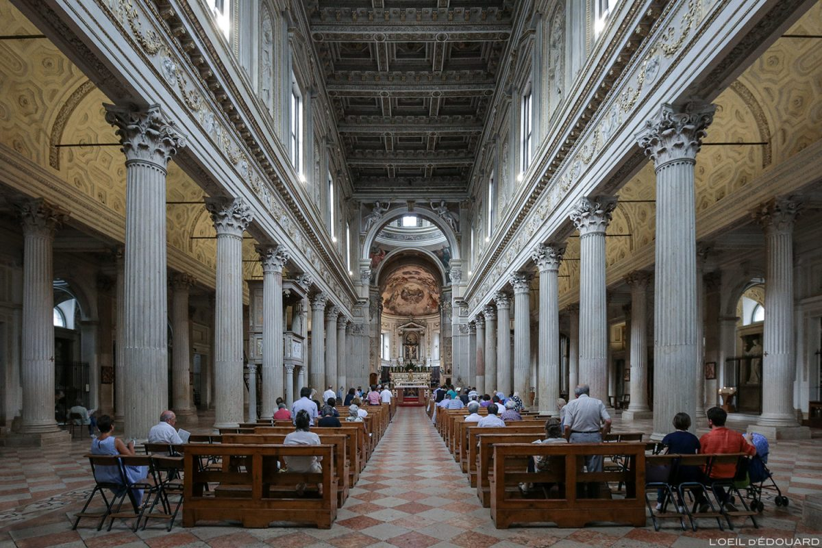 Nef Cathédrale de Mantoue Italie / Duomo de San Pietro di Mantova Italia Italy church