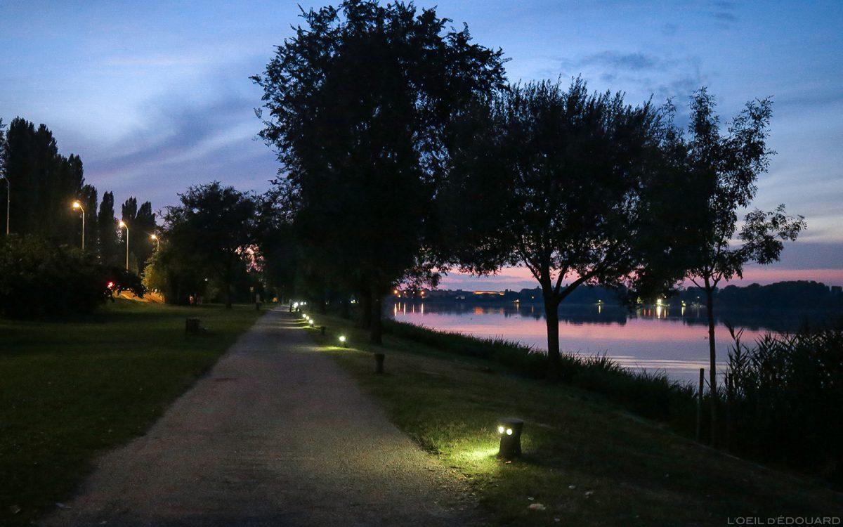 Coucher de soleil au bord de la rivière Mincio, Mantoue Italie - Giardini Marini, Lago Inferiore, Mantova Italia Italy sunset lake