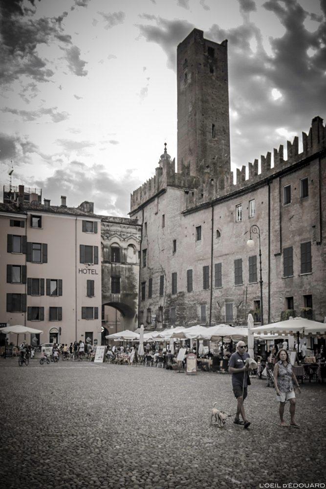 Piazza Sordello, Mantoue Italie : Torre della Gabbia Mantova, Italia Italy tower cage