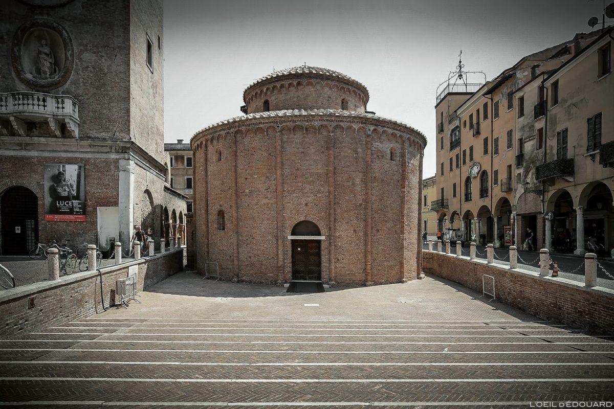 Église sanctuaire chiesa Rotonda di San Lorenzo, Piazza delle Erbe, Mantoue Italie / Mantova Italia Italy church