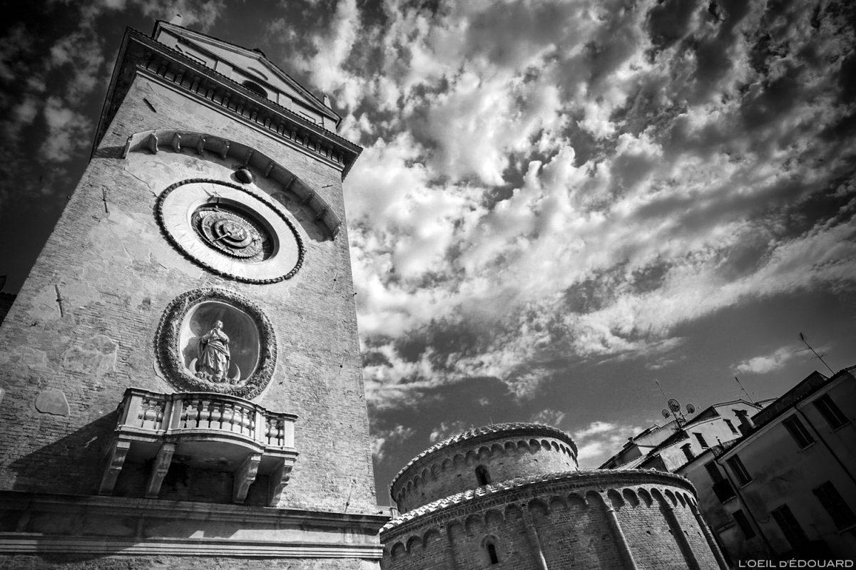 Cadran solaire du clocher du Palazzo della Ragione, Mantoue Italie / Campanile quadrante solare, Torre dell'Orologio di Mantova, Piazza delle Erbe, Italia Italy clock tower