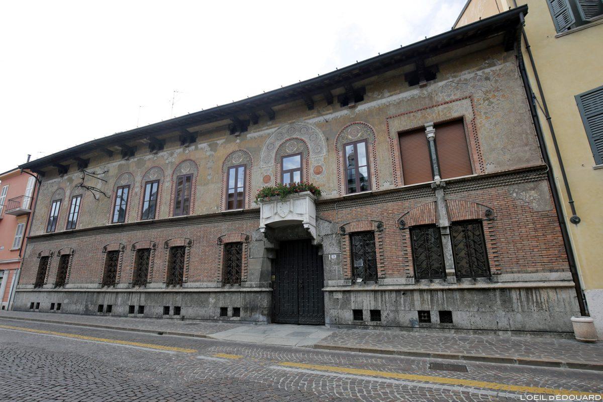 Façade bâtiment décorée via Giovanni Chiassi, Mantoue Italie / Mantova Italia Italy