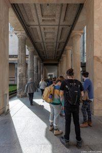 File d'attente Musée de Pergame - Île aux Musées de Berlin Allemagne / Pergamonmuseum Museumsinsel Deutschland Germany
