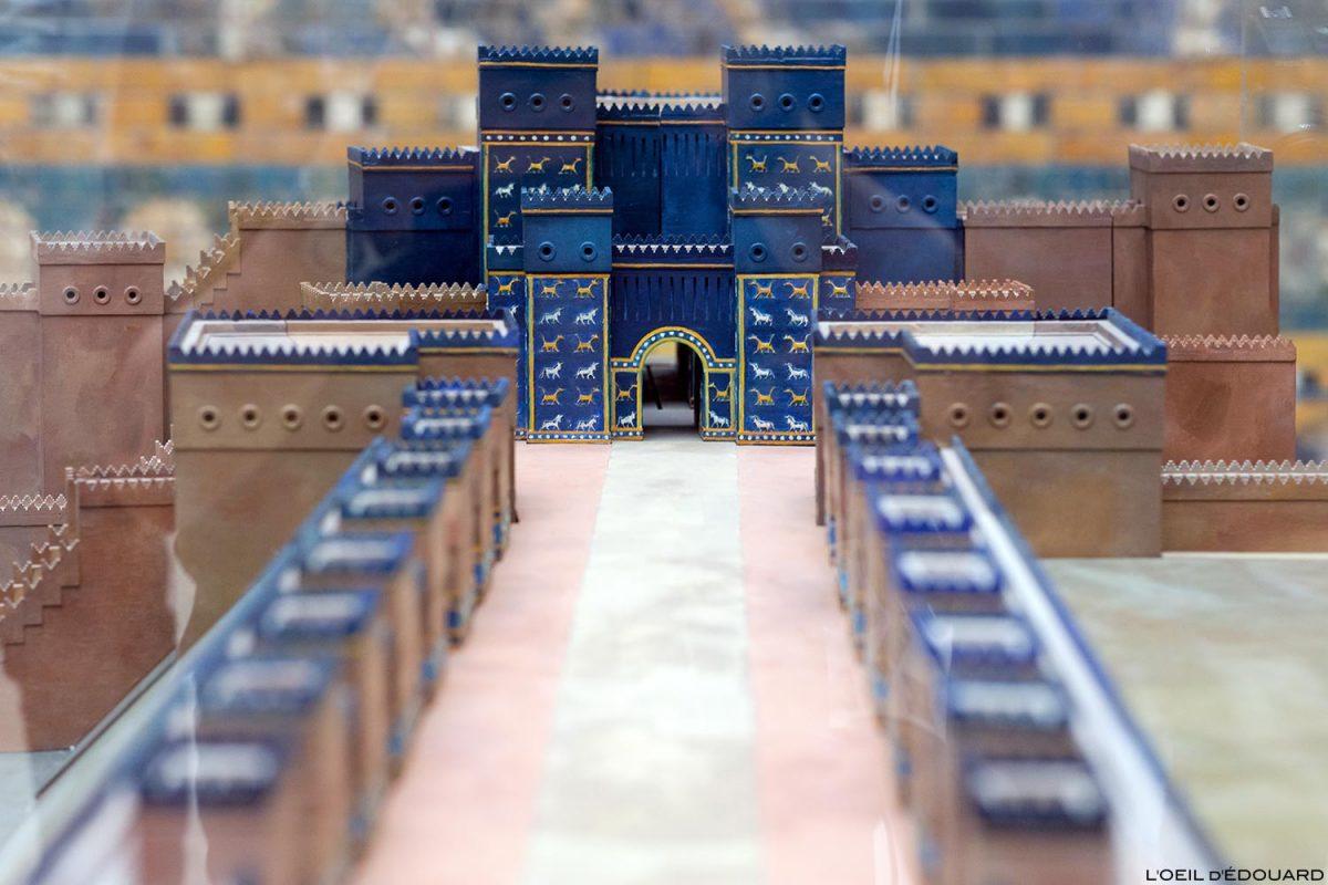 Maquette de la Porte d'Ishtar de Babylone, Musée de Pergame - Île aux Musées de Berlin Allemagne / Ishtar Gate of Babylon, Pergamonmuseum Museumsinsel Deutschland Germany