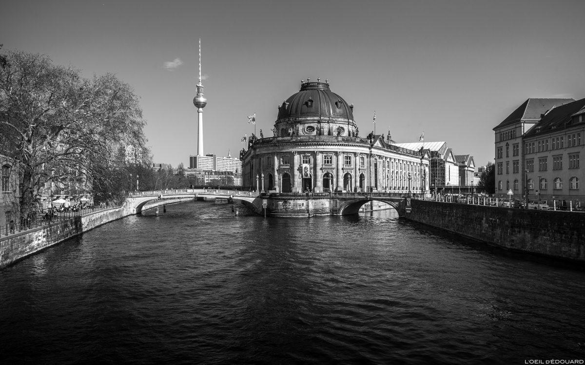 Musée de Bode Museum, Île aux Musées de Berlin Allemagne au bord de la rivière Spree / Museumsinsel Deutschland Germany architecture néo-baroque