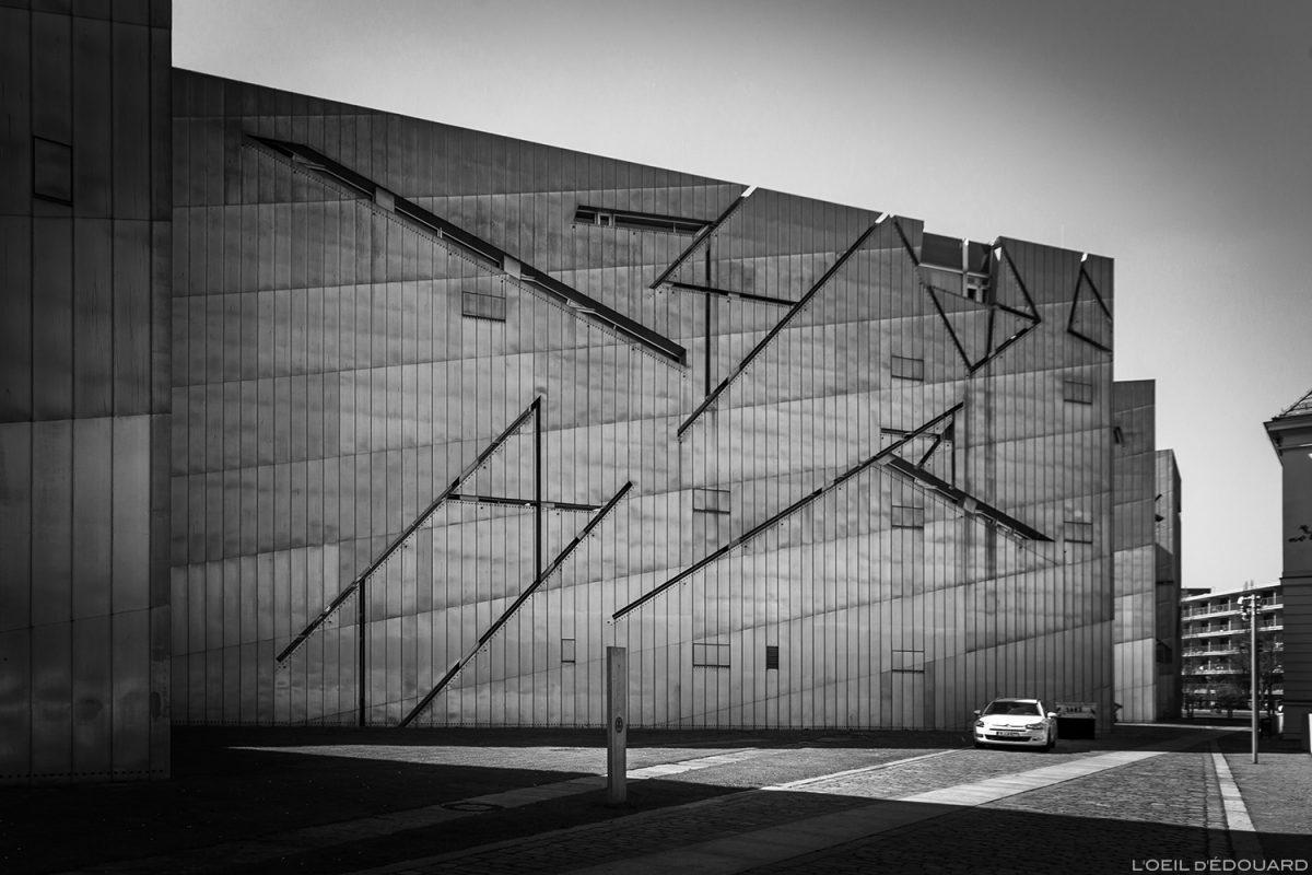 Extérieur façade en zinc - Musée Juif de Berlin Allemagne - Jüdisches Museum, Deutschland Germany - Architecture Daniel Libeskind