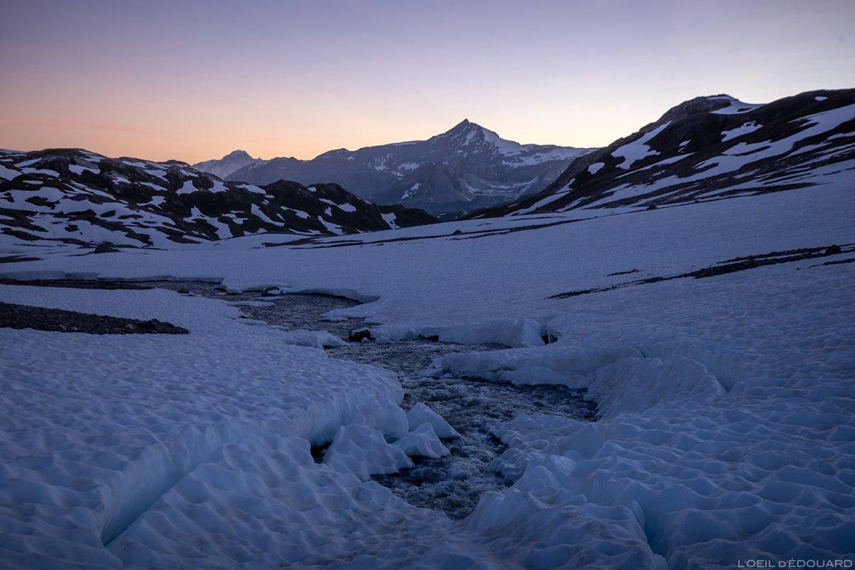 Lever de soleil sur l'Aiguille de la Sassière, depuis sous la Pointe de Méan Martin, Massif de la Vanoise, Paysage Montagne Alpes Mountain Landscape sunrise