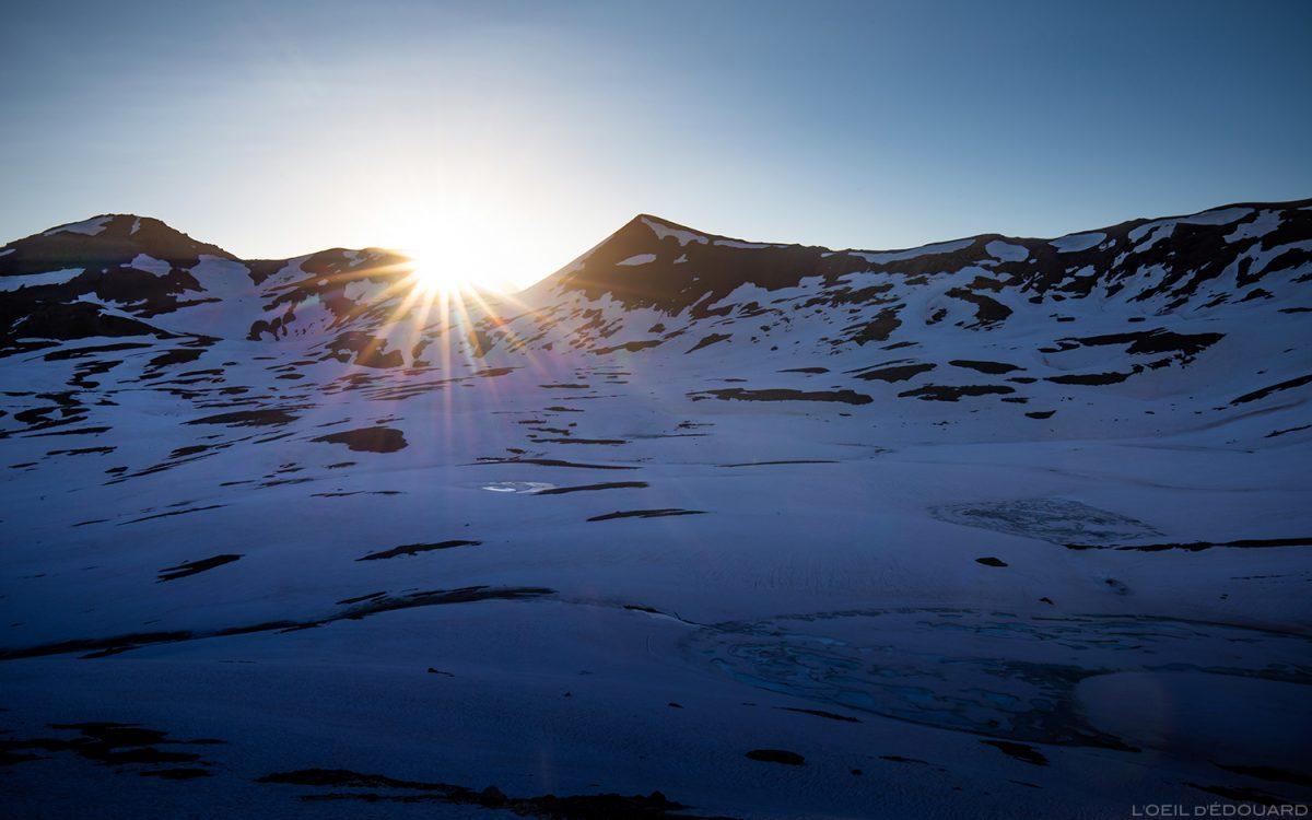 Lever de soleil derrière la Pointe de Bézin, Massif de la Vanoise, Paysage Montagne Alpes Mountain Landscape sunrise