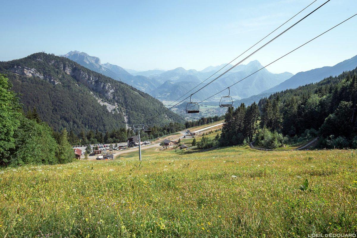 Piste Station de ski Seythenex La Sambuy en été Haute-Savoie Alpes - Paysage Montagne Alpes Mountain Landscape